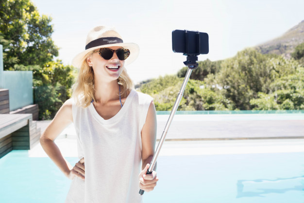 Selfie sticksimage